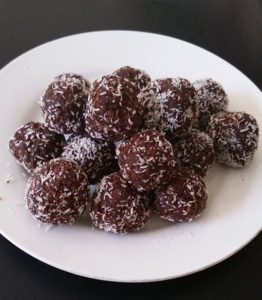 Healthy Choc Fruit Balls